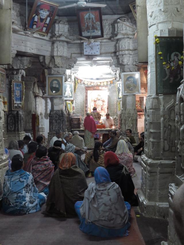 temple hindouiste avec figure Sai Baba en haut à gauche Udaipur