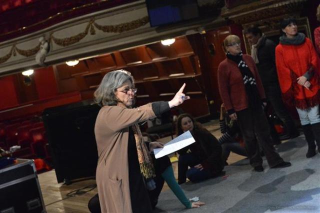 les-repetitions-se-deroulent-actuellement-a-l-opera-theatre-d-avignon-photos-dr[1]