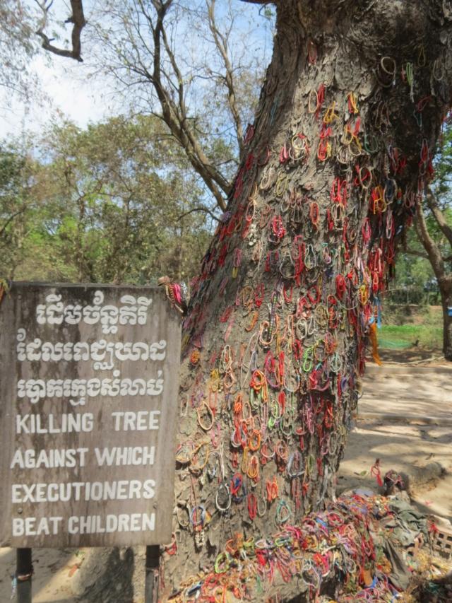 l'arbre de la mort contre lesquels les bebes etaient frappes avant d'etre jetes en fausse