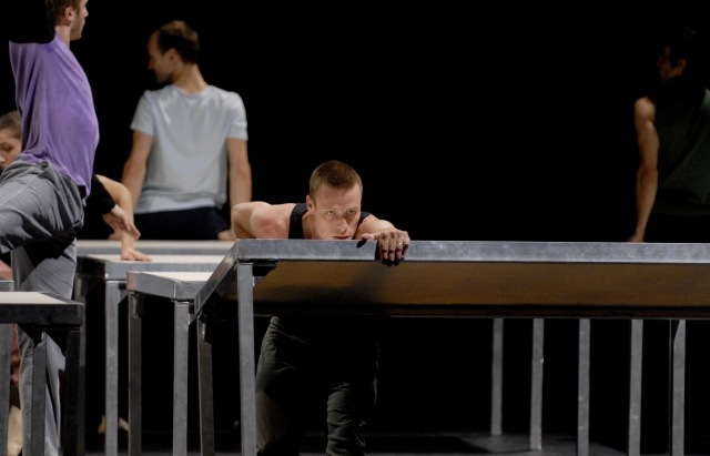 one_flat_thing_reproduced_copyright_Michel_Cavalca__ok_danseurs___1_[1]