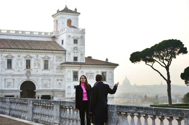 483356_aurelie-filippetti-ministre-de-la-culture-francaise-visite-la-villa-medicis-a-rome-le-22-novembre-2012[1]