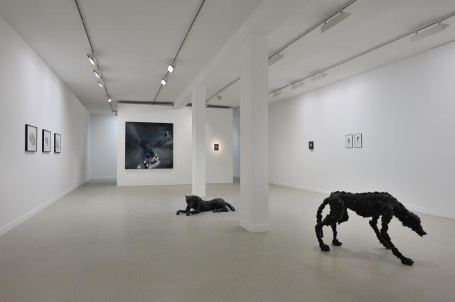 Vue 2 de l'expositionParenth+¿ses et suspensions_Lionel Sabatt+®_Galerie municipale_copyright Rebecca Fanuele