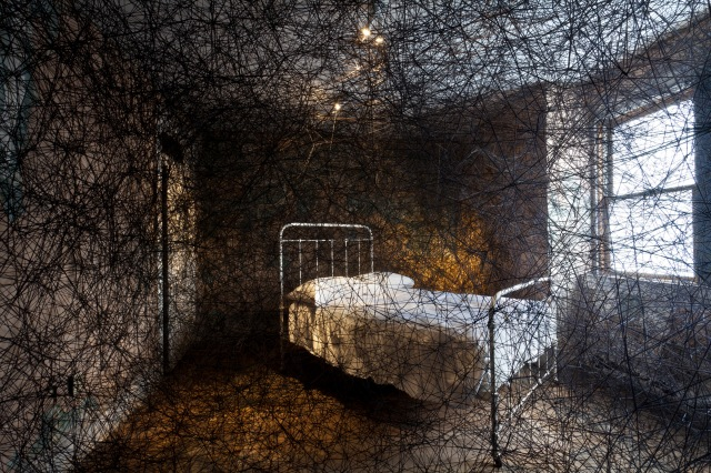 Chiraru-Shiota_Traces-of-Memory-at-the-Mattress-Factory-Bed