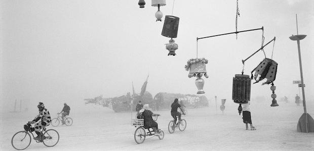 -Peikwen-Cheng-Lamp-Mobile-Série-Lost-and-Found-2012-tirage-argentique-50x75cm-EDITION-25-copia