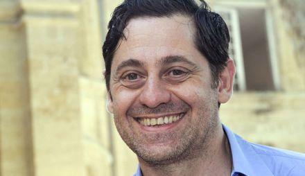 le-nouveau-directeur-du-festival-d-avignon-olivier-py-le-24-juillet-2013-a-avignon_4045013