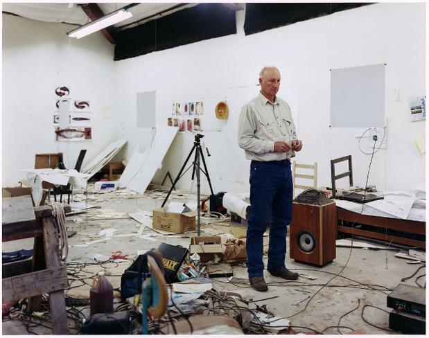 portrait-bruce-nauman-dans-son-atelier-2009-Jason-Schmidt_medium